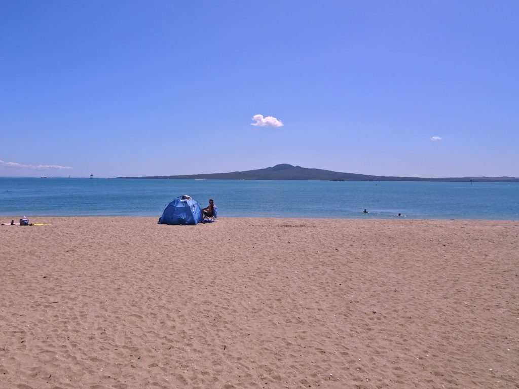 Mission Bay Beach with view of Rangitoto, Auckland