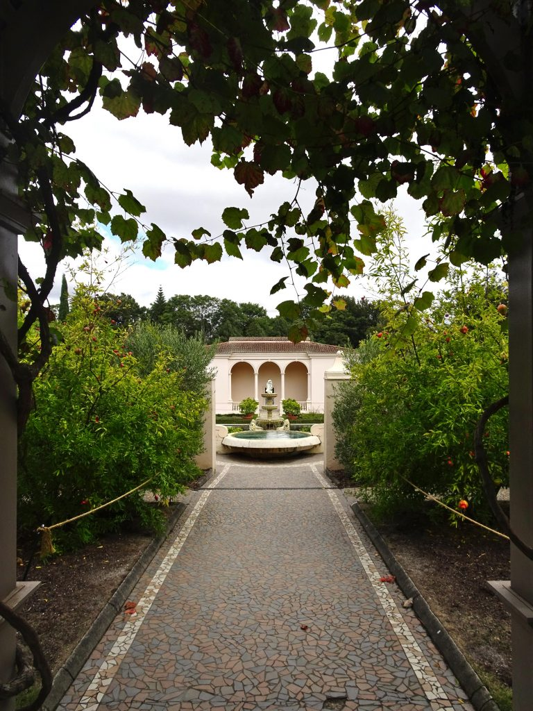 Hamilton Gardens New Zealand walkway